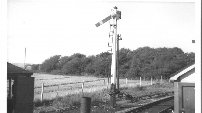 Hayling Island bay starter signal in off position